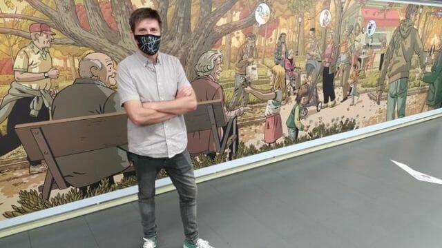 Paco Roca dibuja un mural en Metro Madrid en homenaje a los mayores